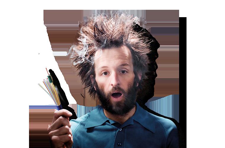 Mann mit Glasfaserkabel